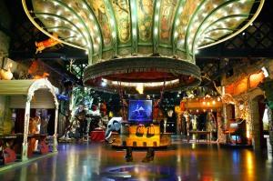 La montgolfière à l'éléphant du théâtre du Merveilleux
